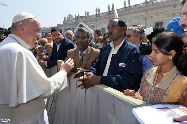 Le Pape bénit l'époux et la fille d'Asia Bibi